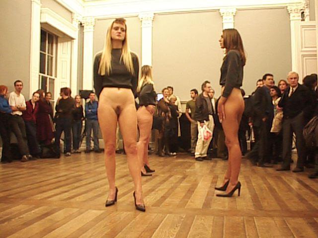 ▼     下半身だけ裸の女     ▼YouTube動画>5本 ->画像>160枚